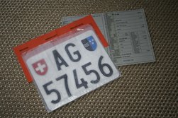 Kontrollschild und Fahrzeugausweis